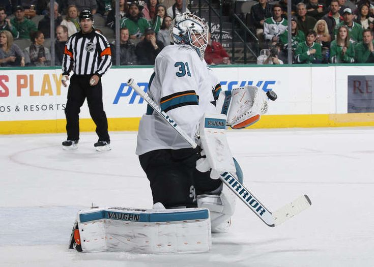 DALLAS, TX - DECEMBER 31: Martin Jones #31 of the San Jose Sharks tends goal against the Dallas Stars at the American Airlines Center on December 31, 2017 in Dallas, Texas. (Photo by Glenn James/NHLI via Getty Images)