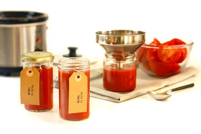 Cómo hacer salsa de tomate en Crock Pot o slow cooker. Receta paso a paso. Descubre esta y otras recetas de salsas para olla de cocción lenta.