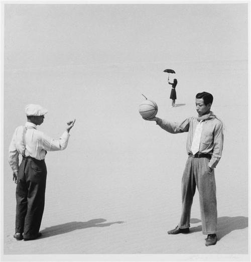 shoji ueda, ca. 1948-1950, from the series sand dunes. (via réunion des musées nationaux)