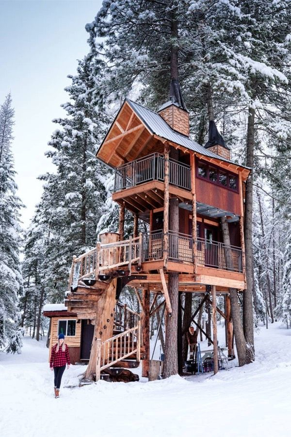 22 Must See Winter Cabins Deep In The Woods Deluxe Timber Tree House Beautiful Tree Houses Winter Cabin