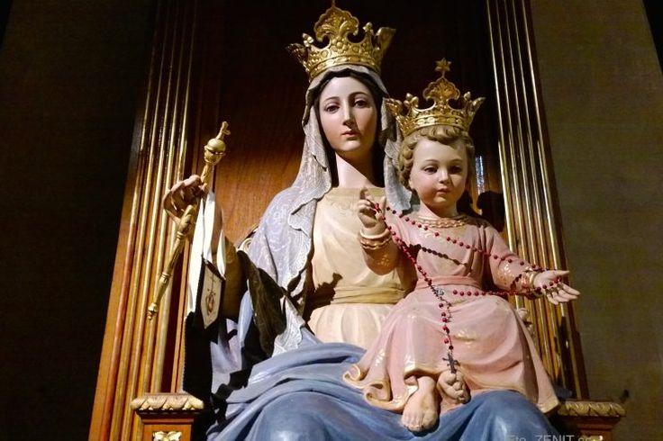 """Janua coeli """"Pillola del giorno"""" di padre Andrea Panont  Vi sono in una casa porte più o meno importanti:  la loro importanza è data da ciò che si trova  oltrepassandole o entrandovi.  La porta della casa nasconde il tesoro;  la porta del ripostiglio nasconde la scopa e lo straccio.  Maria è la porta più importante;  Maria è la porta del cielo, janua coeli.  L'importanza di Maria la si conosce per quello che,  aprendosi, ci dona. Maria è la porta che,  oltrepassata, ci dona Dio."""