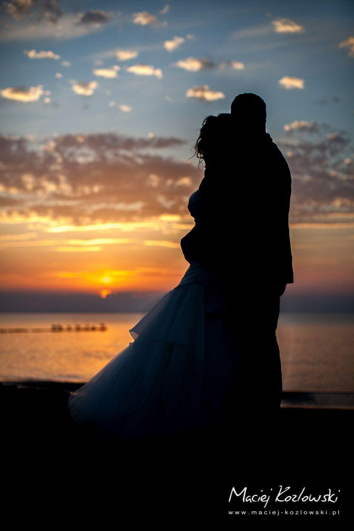 """Nie miłujmy słowem i językiem, ale czynem i prawdą! (1J3,18)  Dialog powinien prowadzić do decyzji odważnych, ale pełnych miłości, wynikających ze zrozumienia siebie, swoich możliwości, ze zrozumienia drugiego człowieka. Potrzebne jest podejmowanie decyzji, a potem konsekwentne trzymanie się ich, weryfikowanie postanowień ...""""  Jerzy Grzybowski  współzałożyciel wraz z żoną Ireną Spotkań Małżeńskich"""