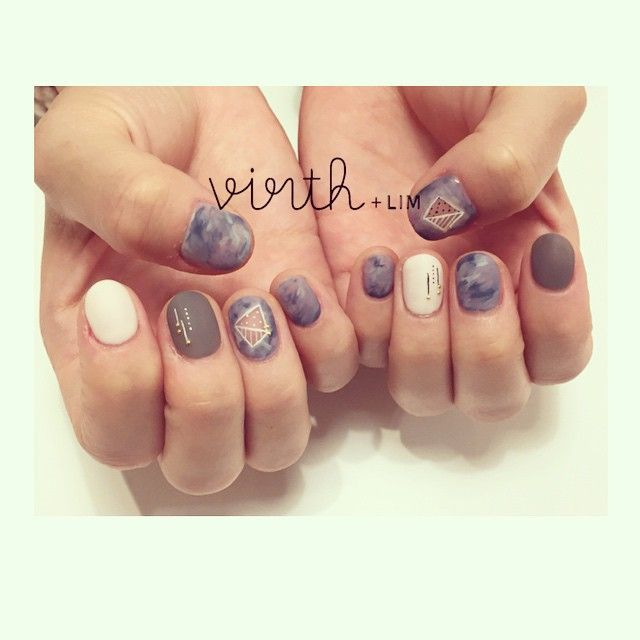 「 しのぴーのネイルチェンジ☻ 濃いめカラーのマーブルにマットがかわいい♡ #virth#nail#lim#クワハラ#ショートネイル 」