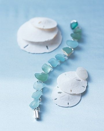 What a beautiful sea glass bracelet!: Glasses Jewelry, Summer Memories, Diy Crafts, Handmade Bracelets, Diy Bracelets, Martha Stewart, Beaches Glasses, Seaglass Bracelets, Sea Glasses Bracelets