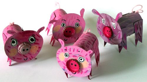 Pigs from toilet paper tubes...from Fem Manuals