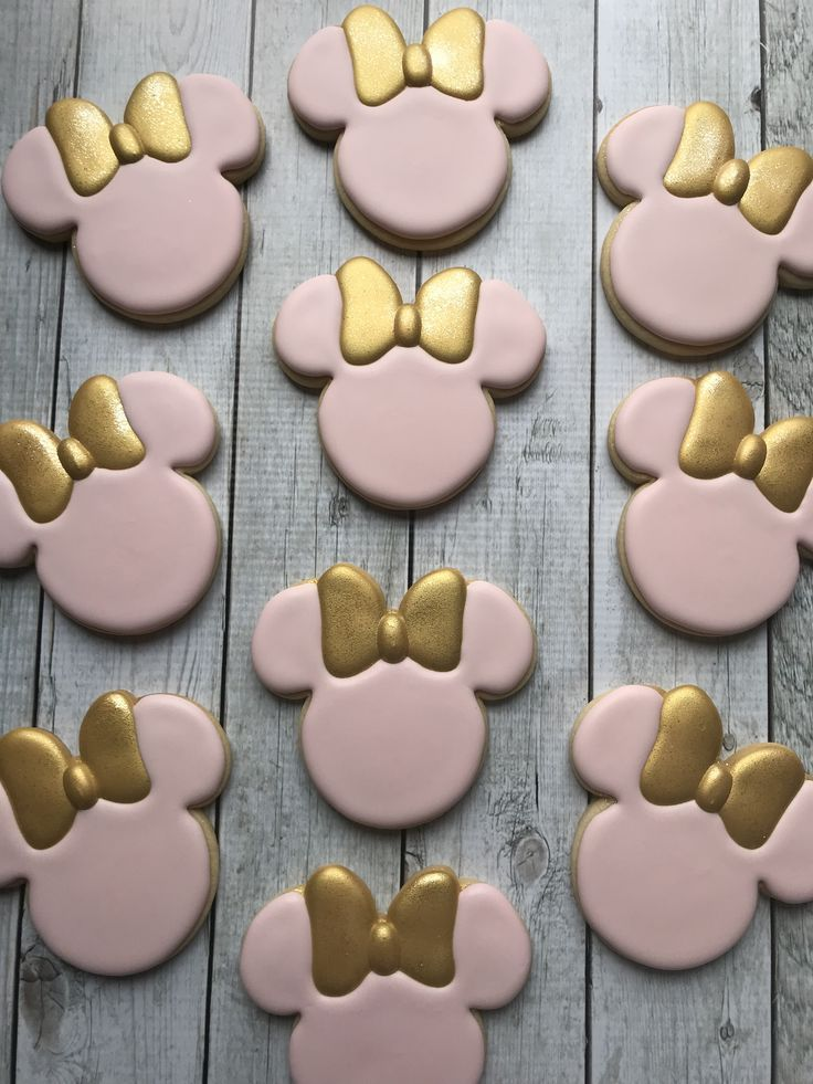 For a special one year old. Minnie Mouse pink and gold birthday cookies. 2018 Fo…