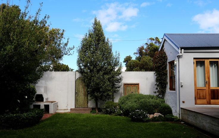 Selsey Cottage: Back Garden right wall. FIREFLYvillas, Hermanus, 7200 @fireflyvillas , bookings@fireflyvillas.com,  #SelseyCottage  #FIREFLYvillas #HermanusAccommodation