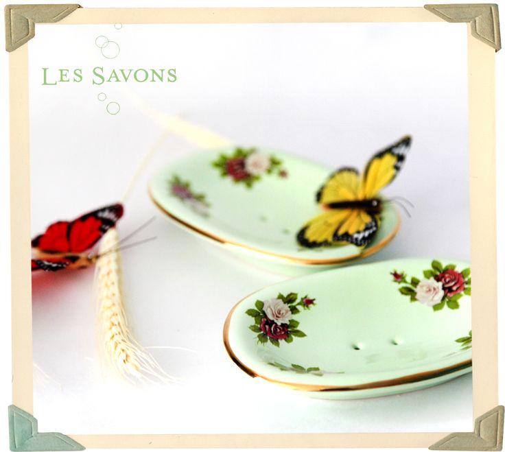 Saboneteira de porcelana. Mais uma delicadeza das #lessavons.