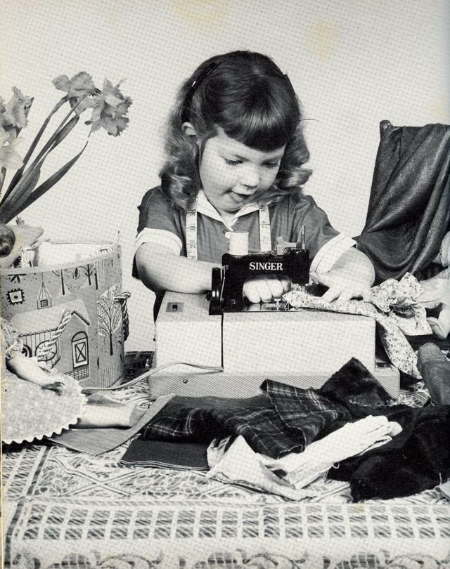 1960...love this!: Sewing Machines, Vintage Sewing Machine, Toys, Quilts, Beehive Cottages, White Elephants, Children, Fabrics, 1960