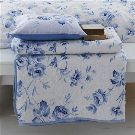 V Sussex Rose Quilted Throw, Blue