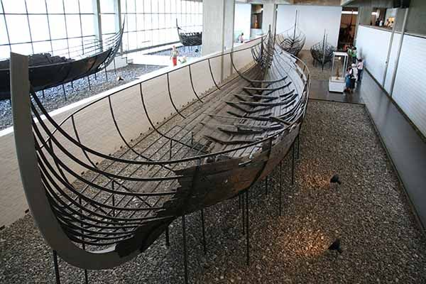 Great Viking ship museum in Denmark with detailed description of the Viking ship building and summer tours on traditional Viking ships
