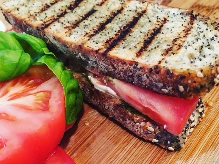Sandwich de Ensalada Caprese, delicioso y nutritivo