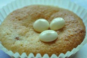 Bagenørdens bedste mazarinkager med makroner, marcipan, tyttebærsyltetøj og vaniljeskyr. Søde, svampede smagfulde - nemme og fornemme. Skønne marcipanmuffins!