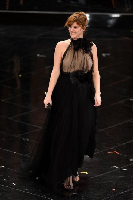 Chiara Galiazzo a Sanremo 2013 elegantissima in nero.