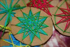star weaving - would make a nice gift for Eid - or perhaps a great Eid Craft Party Idea!