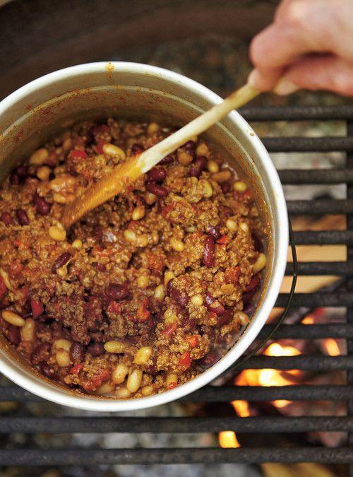 Chili aux deux haricots Recettes   Ricardo   Servir dans des petits pains genre hot-dog           Pour cette semaine faire avec dinde haché.