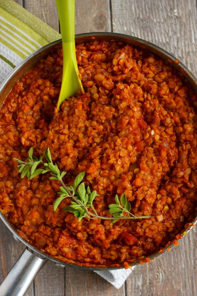 Looking for a hearty meal that contains no meat? Try this vegetarian lentil bolognese sauce (which also happens to be vegan) for a nice alternative.
