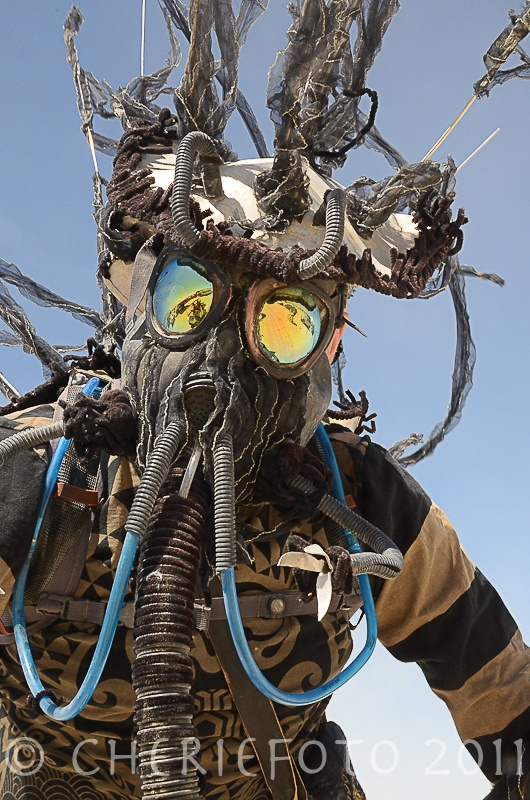 A great way to work your goggles into your outfit. You will regret not having goggles in a sandstorm! And being able to keep watch the sandstorm is priceless.