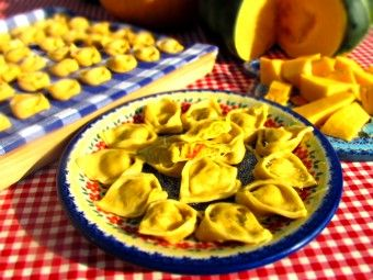Tortelloni with pumpkin filling