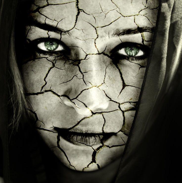 La fiducia assomiglia ad uno specchio.  Se si rompe, sarà rotto per sempre.  Puoi cercare di aggiustarlo, ma non tornerà mai più come prima. Rifletterà l'immagine, ma anche le crepe.  (Agostino Degas)  da Séduire www.facebook.com/pages/S%C3%A9duire/467478613291912