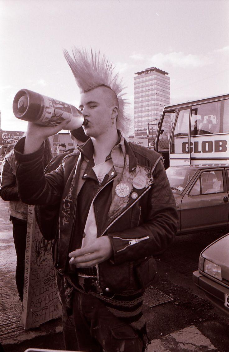 Dublin punk on the quays, 1991 (Wally Cassidy).