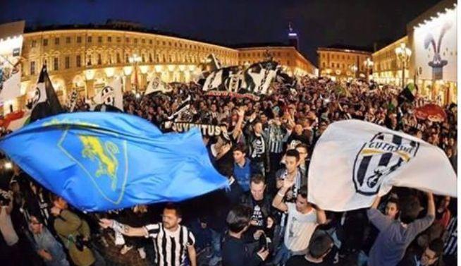 Piazza San Carlo a Torino....festeggia il quarto scudetto consecutivo......