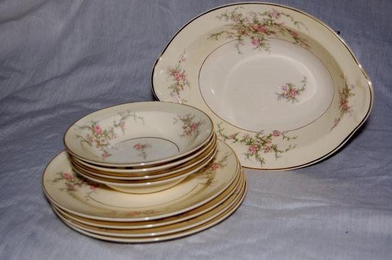 1940s plates bowls and serving dish in Bridal Bouquet & 50 best 1940 dishes images on Pinterest | Vintage kitchen Cooking ...