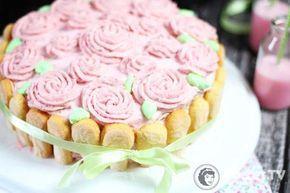 Tutaj tort truskawkowy udekorowany właśnie takim kremem