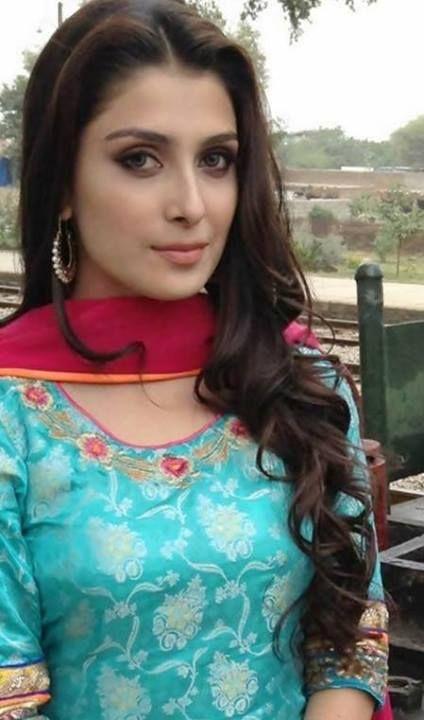 Ayeza Khan Sweet HD Wallpaper & Images