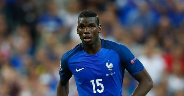 Paul Pogba pictured in Manchester to complete £110million move http://www.mirror.co.uk/sport/football/transfer-news/paul-pogba-pictured-manchester-complete-8587811