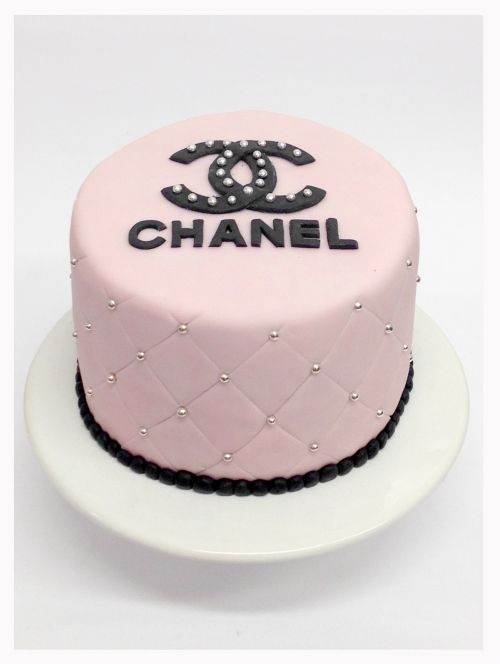 """Love the """"quilting"""" and pearls. (perish the Chanel logo - not doing unpaid advertising at home)"""