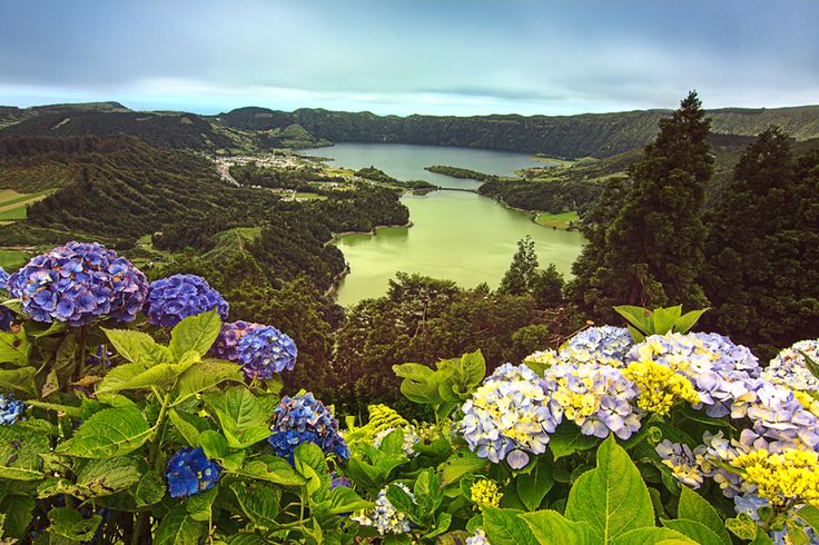 Famous viewpoint to see twin lakes, green and blue ones, located in the crater of dormant volcano Lagoa das Sete Cidades.