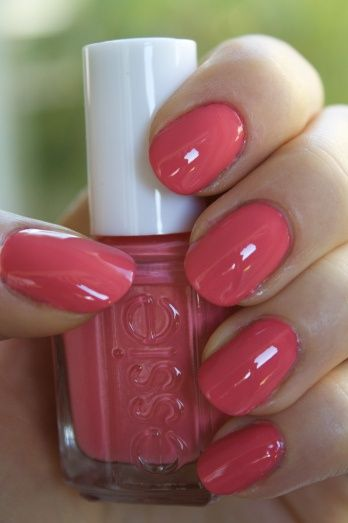 round nails. coral pink. This color omg!!