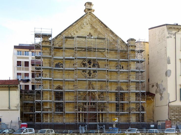 The new scaffolding now covers all the facade of the Dutch church