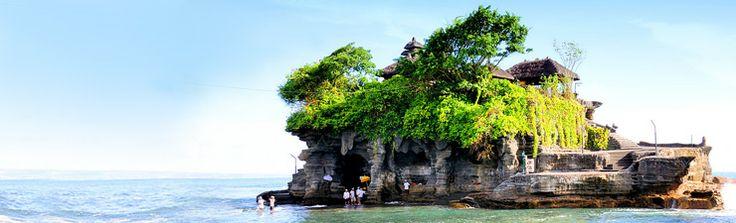 World famous Pura Tanah Lot, Bali Indonesia