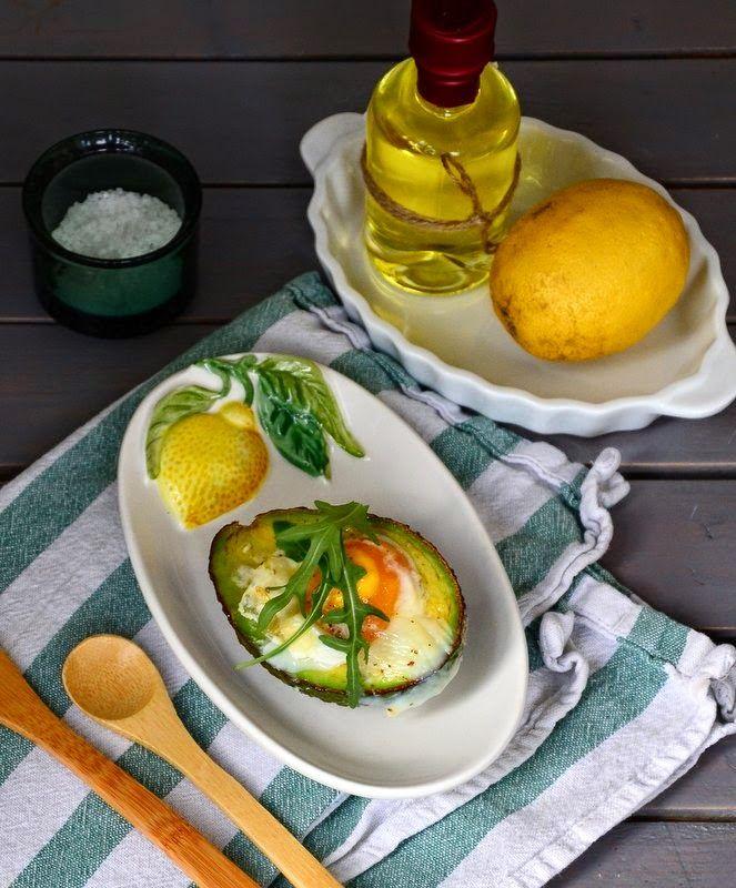 Geschmeidige Köstlichkeiten: Avocado mit Ei