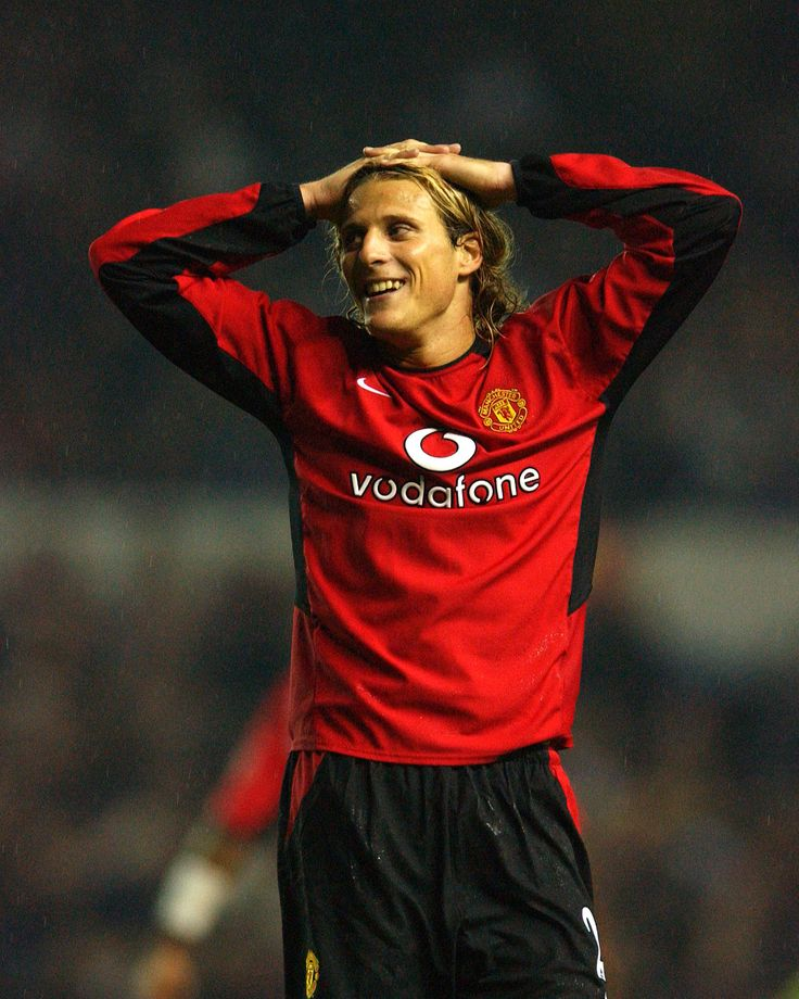 Diego Forlan arrived at @manutd in January 2002 and, despite taking time to settle, scored some memorable goals including a brace against Liverpool at Anfield.