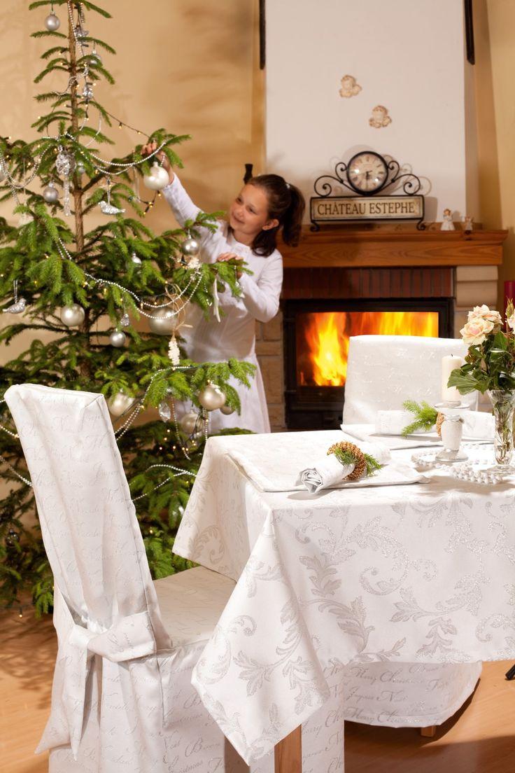 Sukienka na krzesło świąteczne http://www.dekoria.pl/offer/fabrics_collection/62/Kolekcja-Christmas