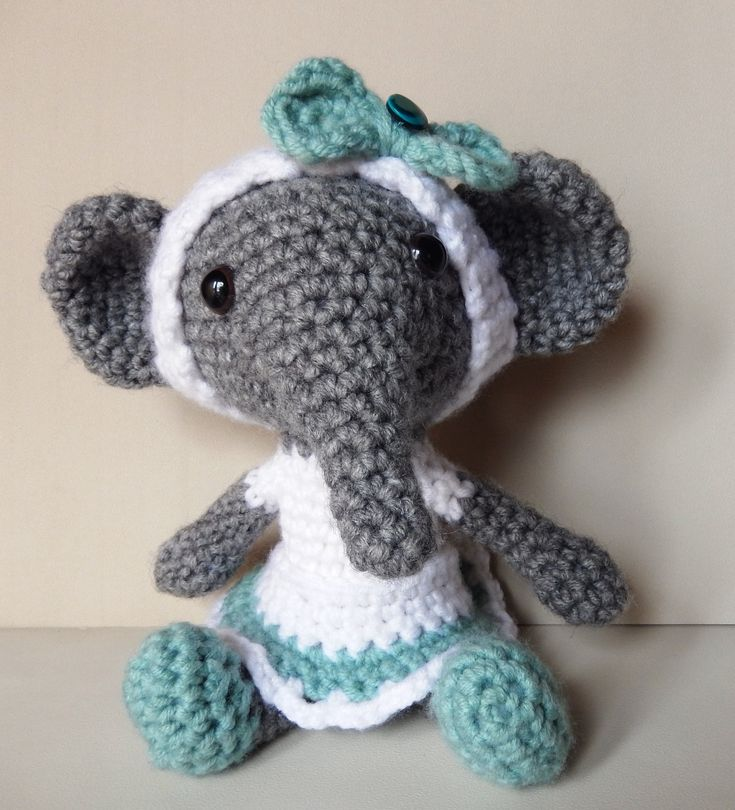Free pattern: Elephant days   Amilovesgurumi ༺✿ƬⱤღ http://www.pinterest.com/teretegui/✿༻