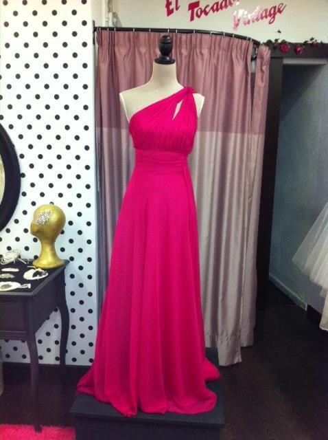 Vestido largo fiesta, color rosa. 135 €