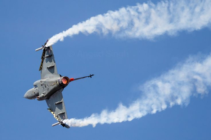 """aviationgreats: """" The Indian Air Force commissioned its first HAL Tejas squadron today, so here's one last year turning and burning at an air show (OC) """""""