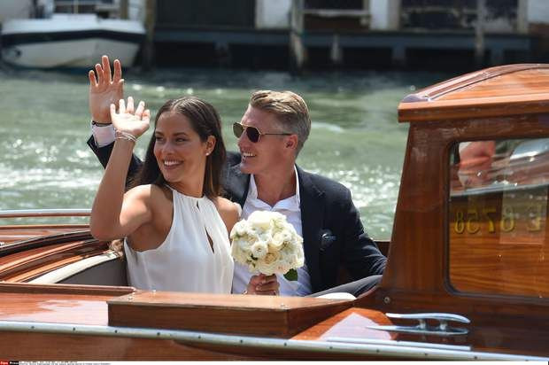 Ana Ivanovic et Bastian Schweinsteiger saluent leurs nombreux admirateursBastian Schweinsteiger and Ana Ivanovic getting married at Palazzo Cavalli-Franchetti. Featuring: Bastian Schweinsteiger, Ana Ivanovic Where: Venice, Italy When: 12 Jul 2016 Credit: Starpress/WENN.com **In Germany, Austria and Switzerland only available for internet use. Available for all media in the rest of the world.**/bastian_schweinsteiger_wedding_120716.wenn24997396/In Germany, Austria and Switzerland only…