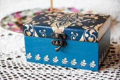 Szkatułka- niebieska z ornamentem