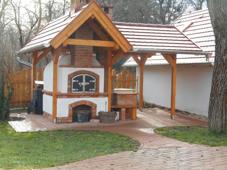Az Árpád kori román stílusú épületek egyik gyöngyszemeként számon tartott templom tövében, az Árpád tér sarkában található a Kopácsi Füves ...