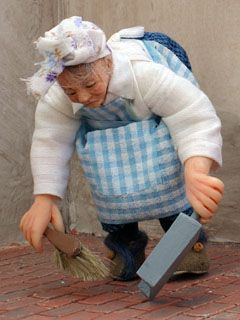 woman with dustpan & brush | Malcolm's Miniatures