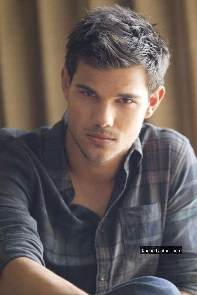 Taylor Lautner- who doesnt love a wolf?!