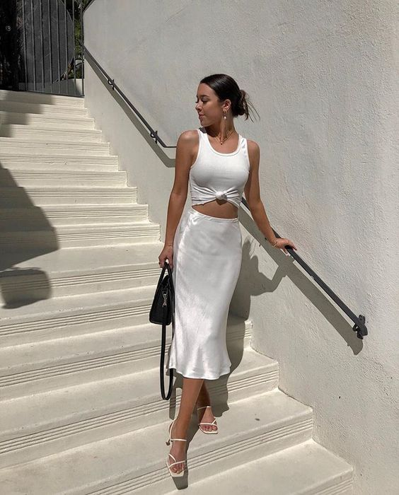 What a cool outfit idea from Zarayna with a satin skirt! How many amazing outfit…