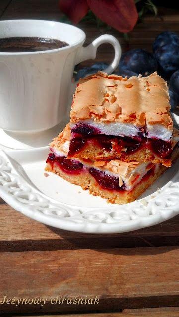 Jeżynowy chruśniak: Ciasto ze śliwkami i bezą
