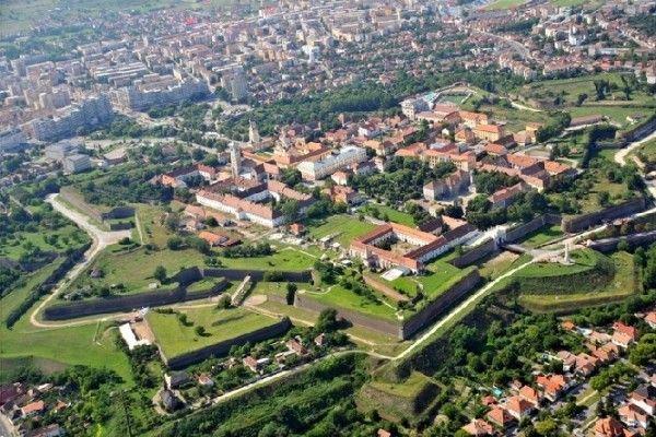 ... cateva lucruri despre orasul despre care vorbim astazi, dar nu va faceti griji: veti afla deja esentialul despre Alba Iulia, o destinatie istorica.