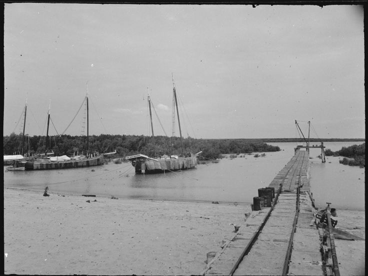109575PD: Streeter & Male's Jetty and luggers, Broome, ca 1950 http://encore.slwa.wa.gov.au/iii/encore/record/C__Rb3388286?lang=eng